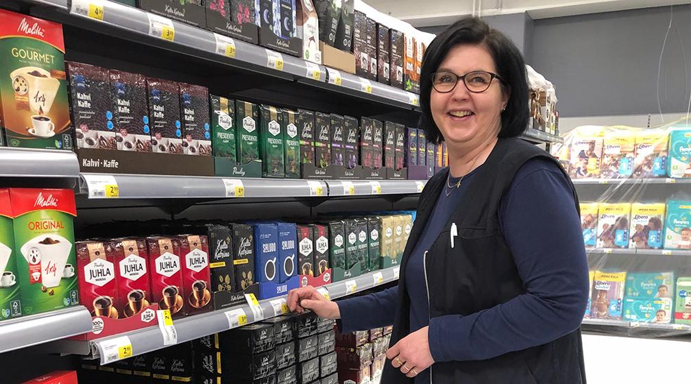 Uuden S-market Megakeskuksen marketpäällikkö Arja Hoikka