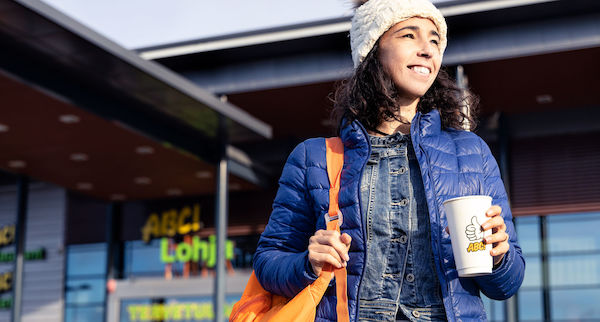 ABC-asemat ja hävikkiruokapalvelu ResQ Club laajentavat yhteistyötään. Tavoitteena on pienentää ABC-ravintoloiden ruokahävikkiä kolmanneksella. Palvelun avulla ABC-asemilta voi noutaa edullisempaan hintaan annoksia, jotka ovat vaarassa päätyä hävikiksi.